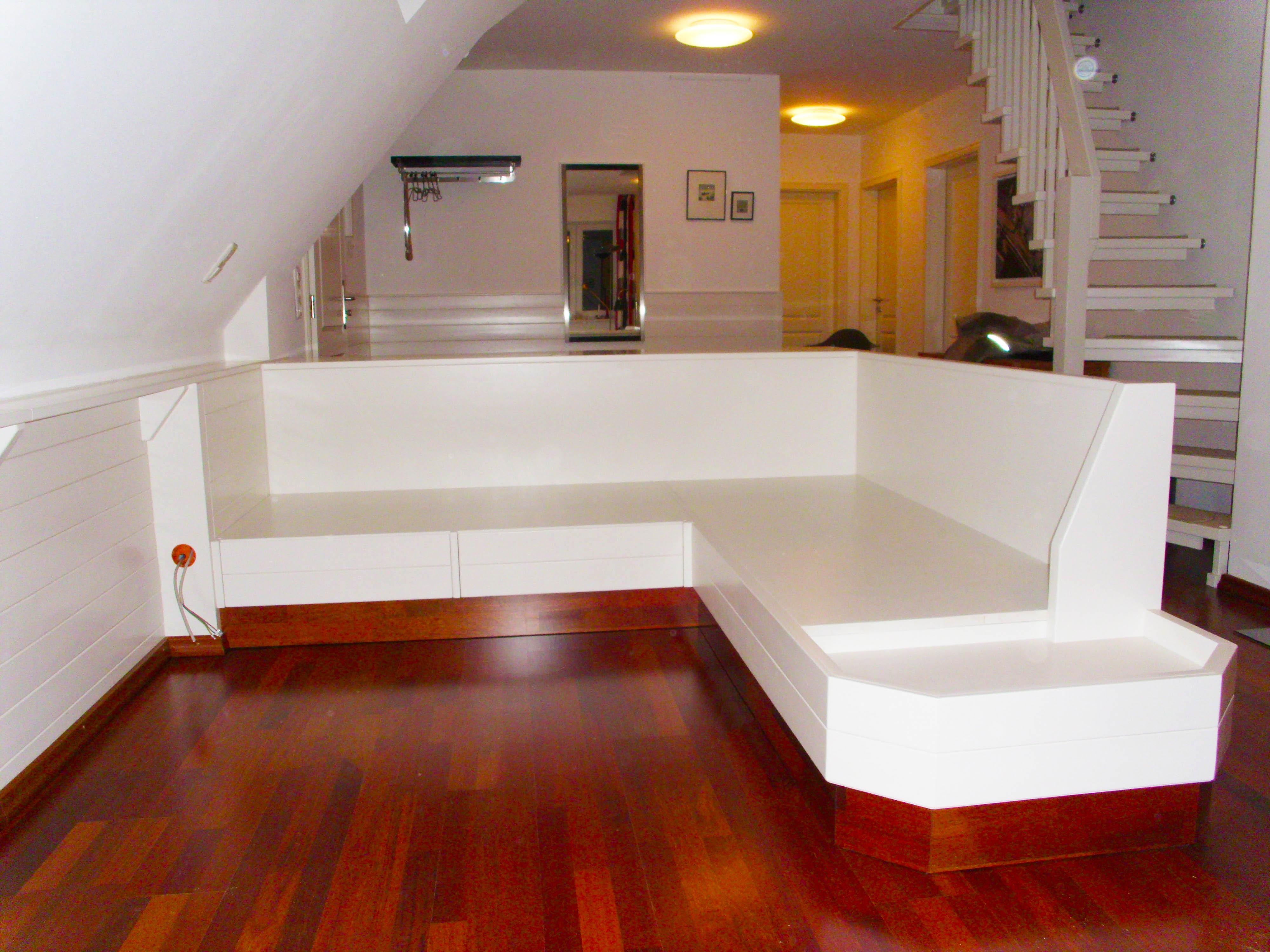 Moderne Möbel Ferienwohnung Sitzschlafecke - Tischlerei Brasch fertigt auch für Hamburg