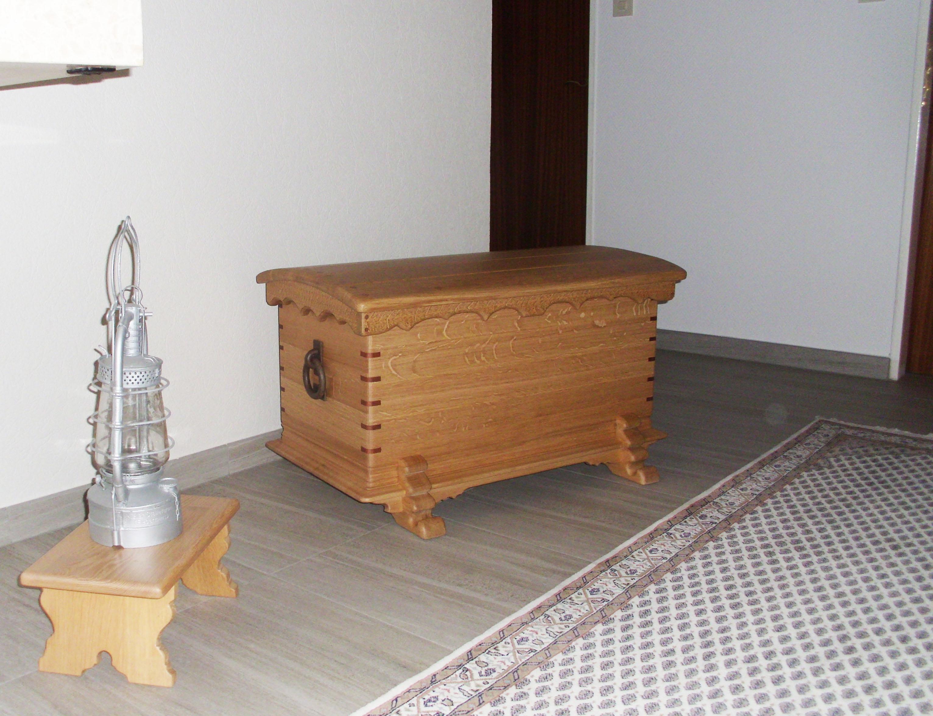 Truhe oder auch Hochzeitstruhe gefertigt von Tischlermeister Stephan Brasch der Möbelwerkstatt Lorenz